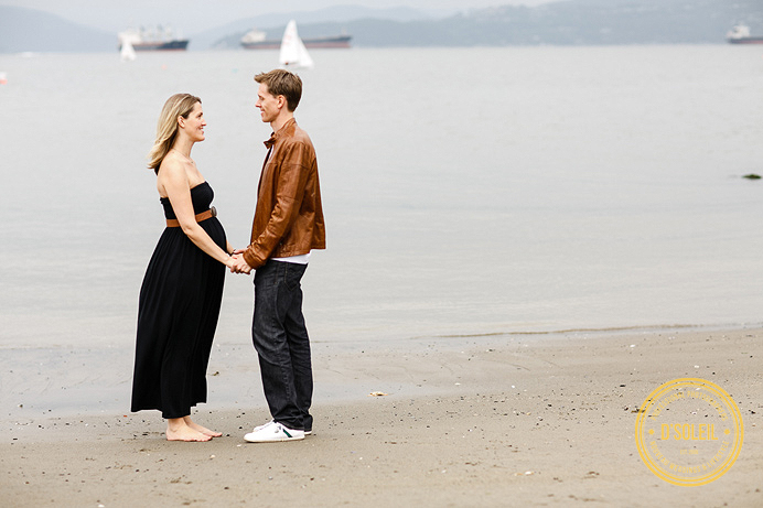 Vancouver maternity photos at the beach