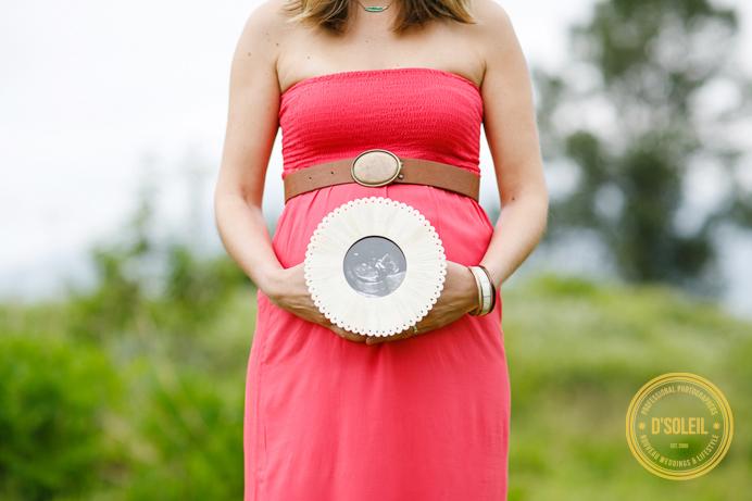 Maternity photos holding ultrasound photo