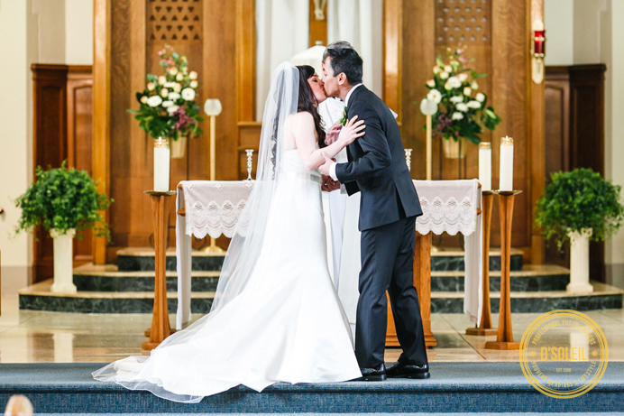 st-augustine-church-wedding-first-kiss