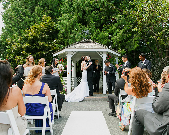 University Golf Club UBC Wedding first kiss