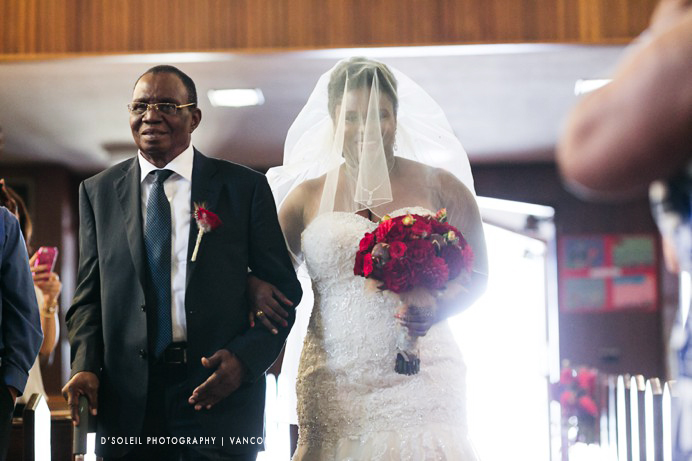 Bride walks down aisle with dad