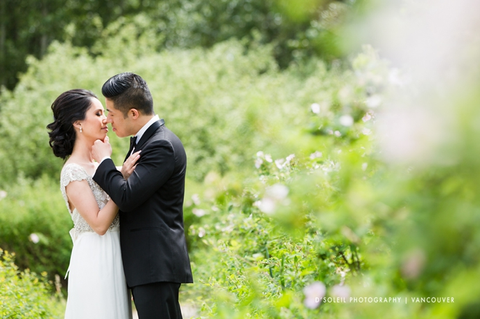 modern natural wedding photos in Vancouver