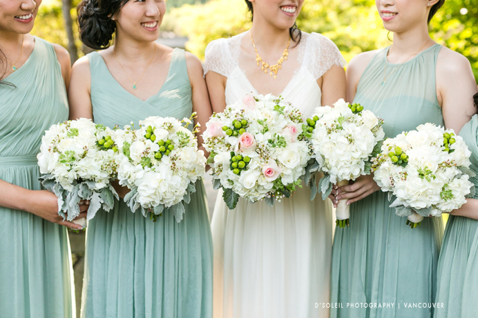 wedding bouquets white and green