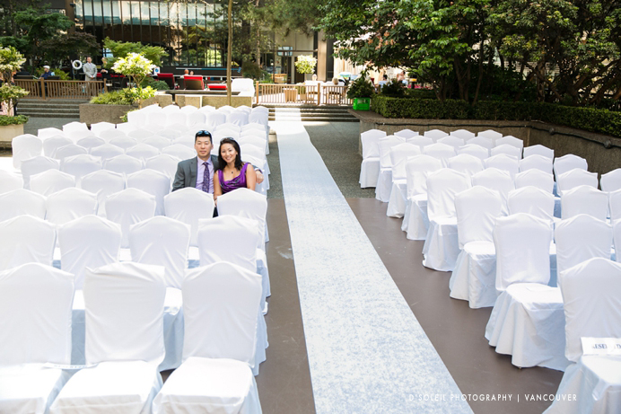 Guest arrive for wedding ceremony at Four Seasons