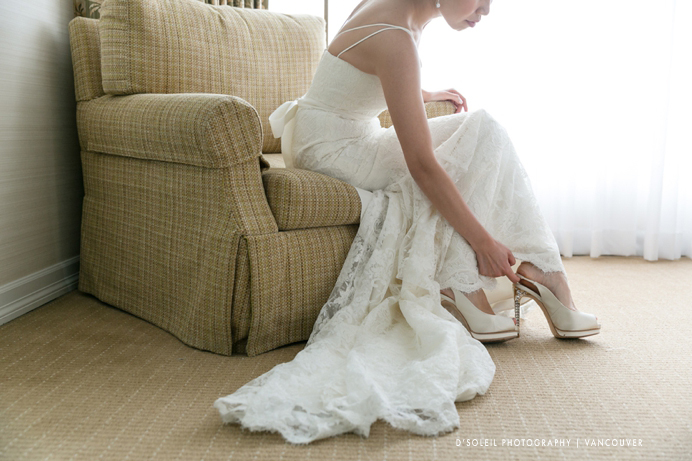 Bride-getting-ready-Four-Seasons-wedding-Vancouver