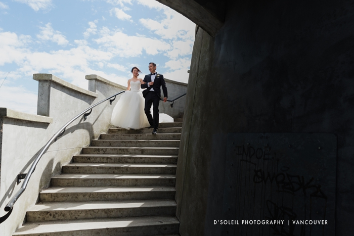 Wedding couple at Stanley Park lighthouse