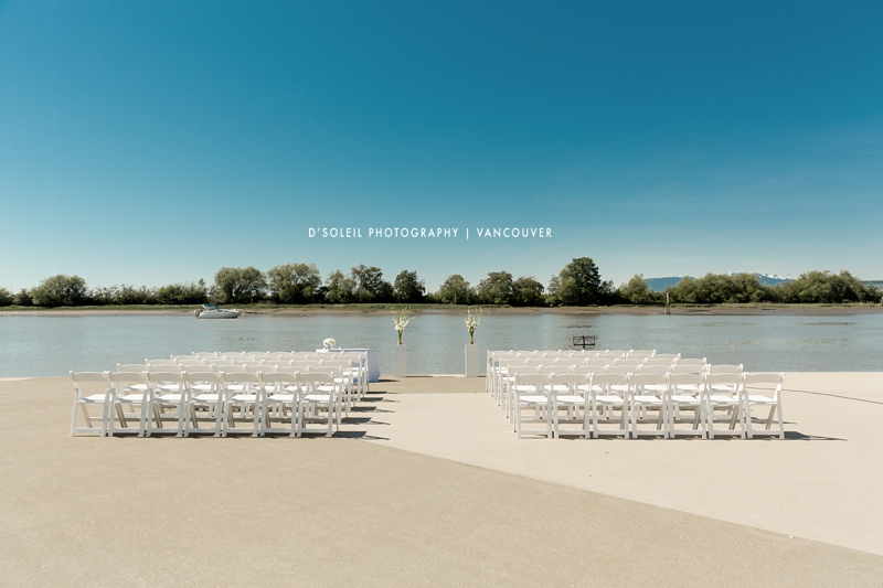 Venues for outdoor weddings next to water