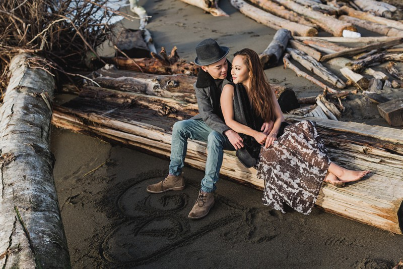 Rustic engagement photos at the beach
